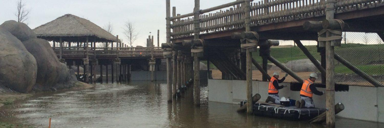 OudewaterKracht legt pontons in Dierenpark Emmen
